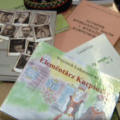 Teleexpress o nauce dialektu kurpiowskiego w Kadzidle (video)